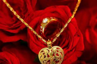 winsen-and-cynthia, church wedding, penang wedding, fresh flower, clock, flower girl, candids, thali, guests, rose flower, wedding ring, gold ring, gold thali, heart shape thali